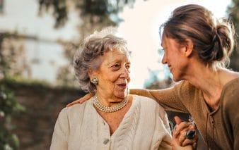 Blogbeitrag Herausforderungen im Sozial- und Pflegewesen & wie Sie diesen begegnen Social Media