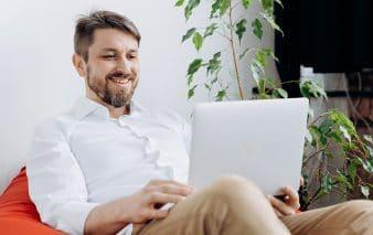 Moderner Arbeitsplatz - Social Media